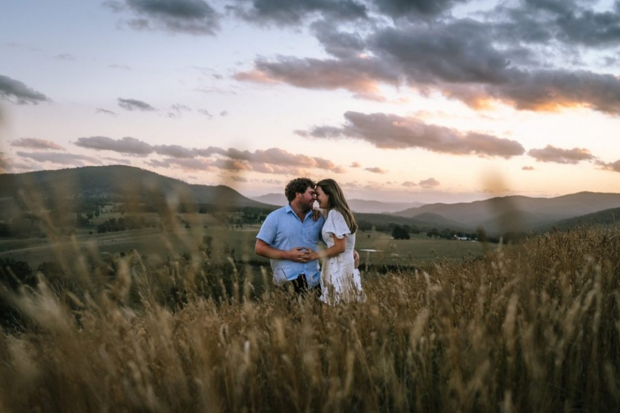 Couple shoot in Meadow Flats, NSW